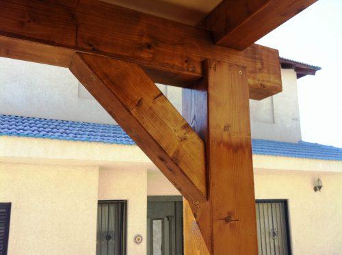 פרגולה מעץ גושני - חברת בלקון